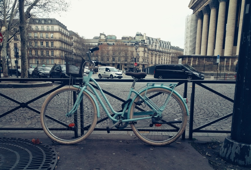 Blue bike in Paris
